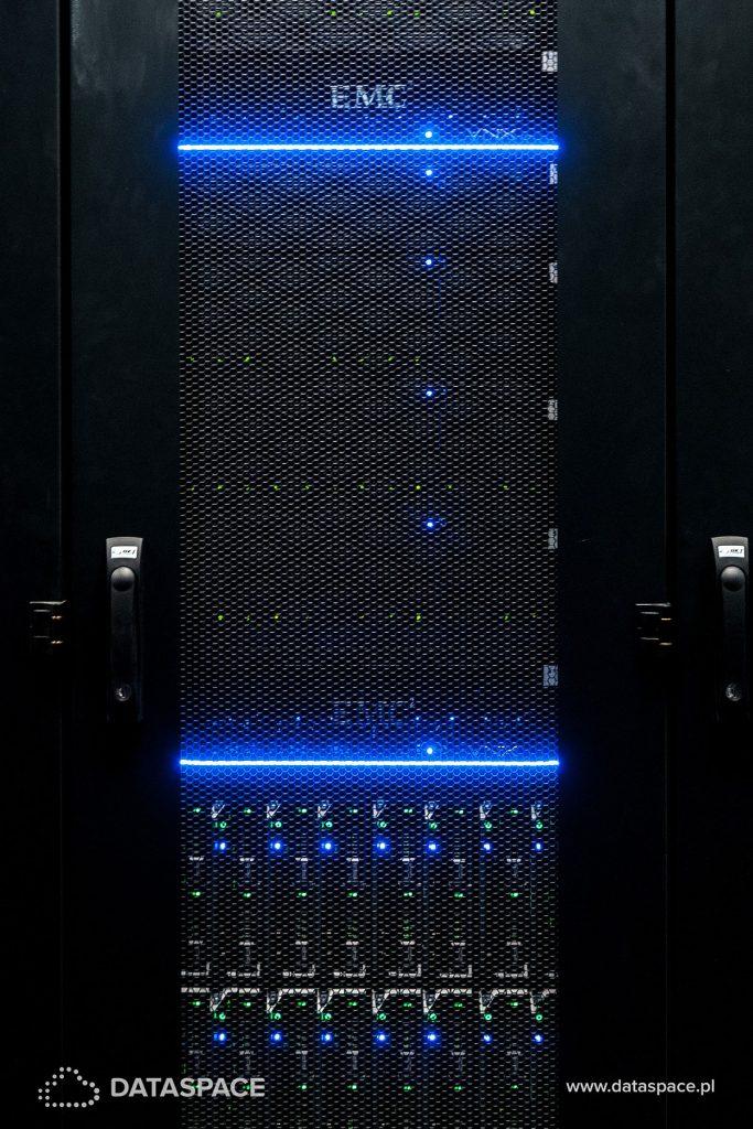 Serwer dedykowany i szafa rack